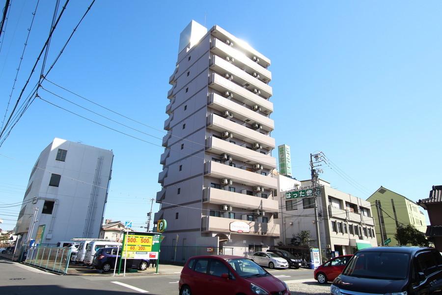 八田駅徒歩すぐ! 周辺は飲食店も多く充実しています
