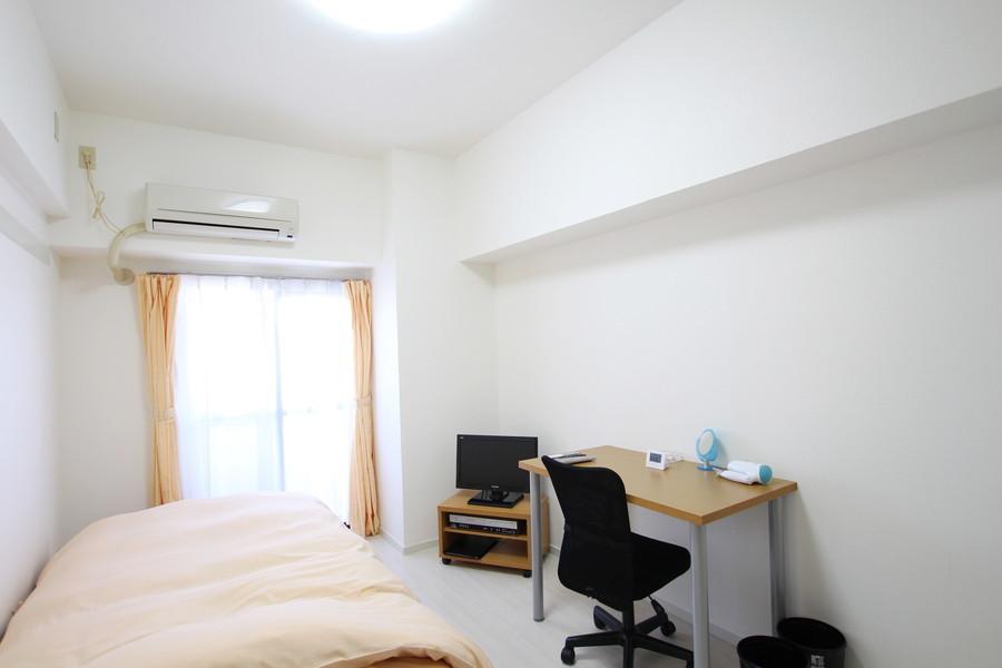 白を基調とした明るく広々とした室内
