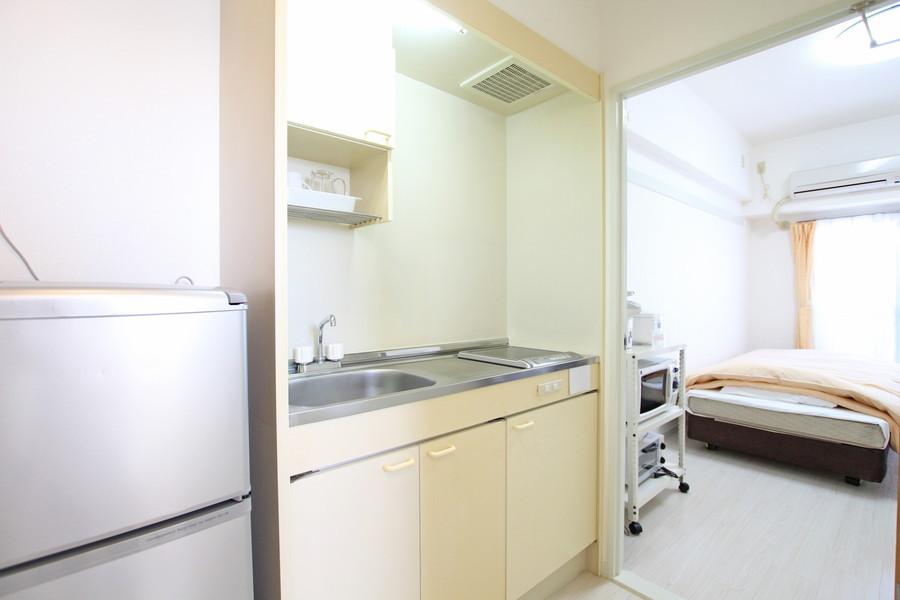 キッチンは便利なIHコンロ。作業用のスペースもしっかりあります