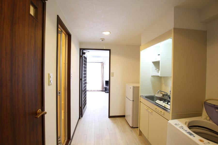 玄関からお部屋までは段差がなく足元も安心。深夜のご帰宅でも安心です