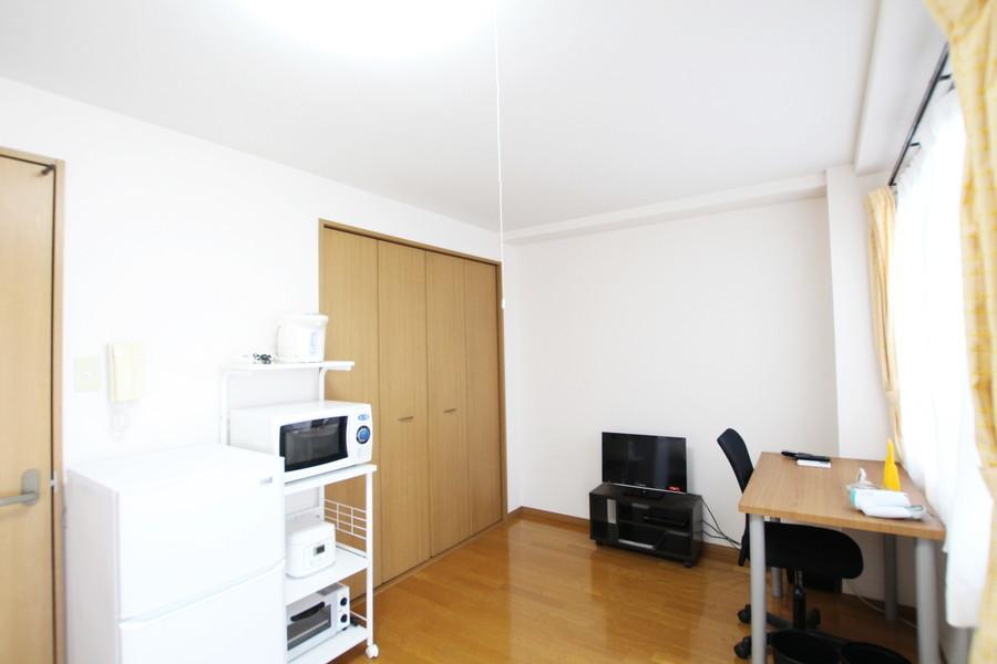 家電類は使いやすく一箇所に集約。収納スペースも完備されています