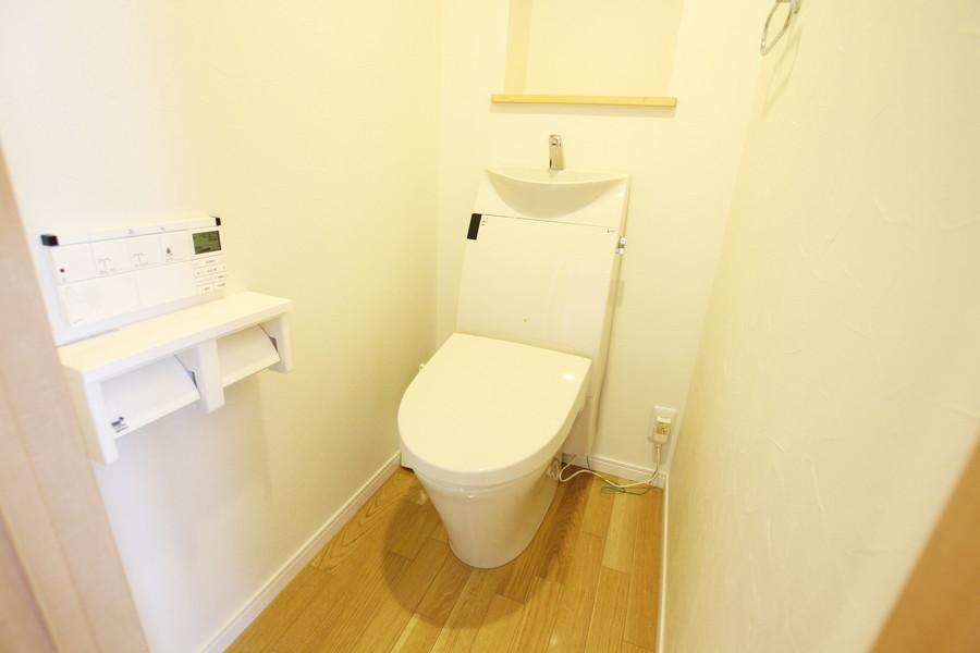 お手洗いは人気のシャワートイレタイプ
