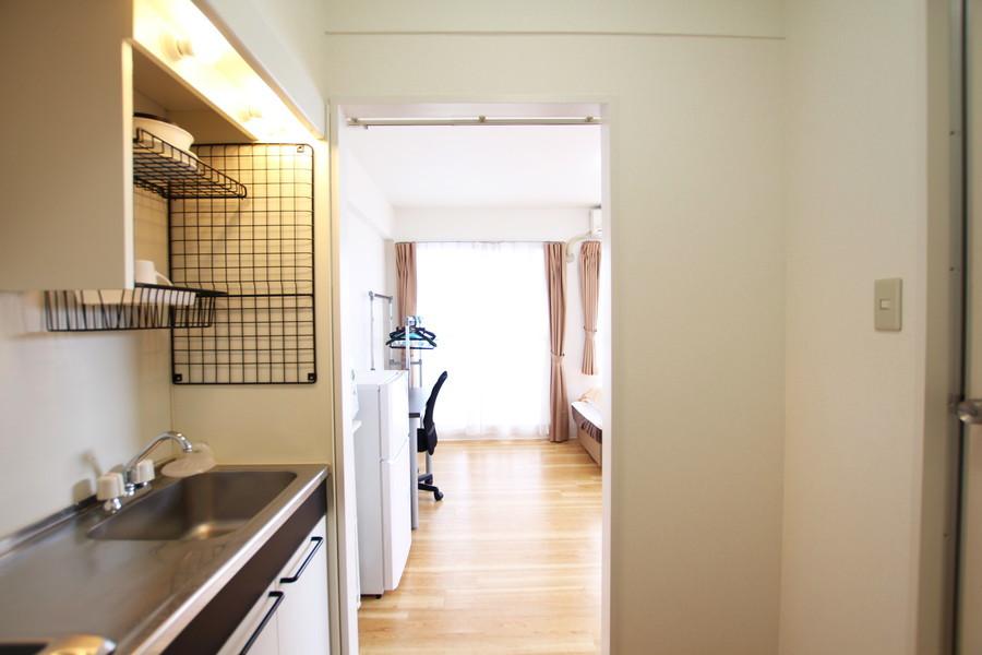 お部屋と廊下の間の仕切りはなく、すっきりとした印象です