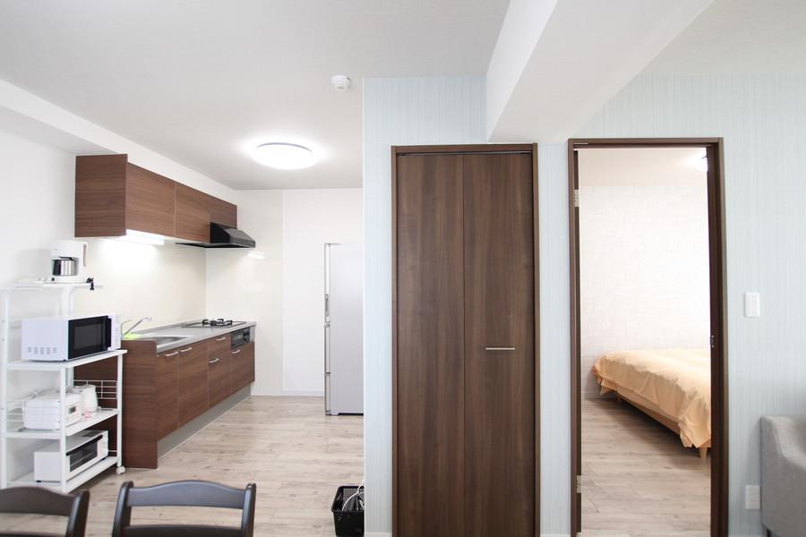 寝室横には収納も完備。身の回り品もさっと取り出せます