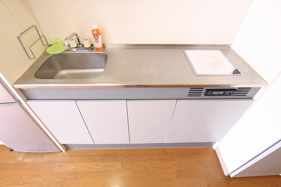 キッチンはIHコンロタイプ。作業スペースも広くお料理も楽しめます