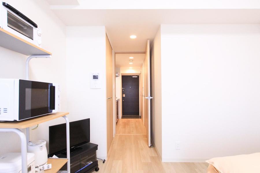 お部屋と廊下の間の段差は少なめ。深夜でも足元安心です
