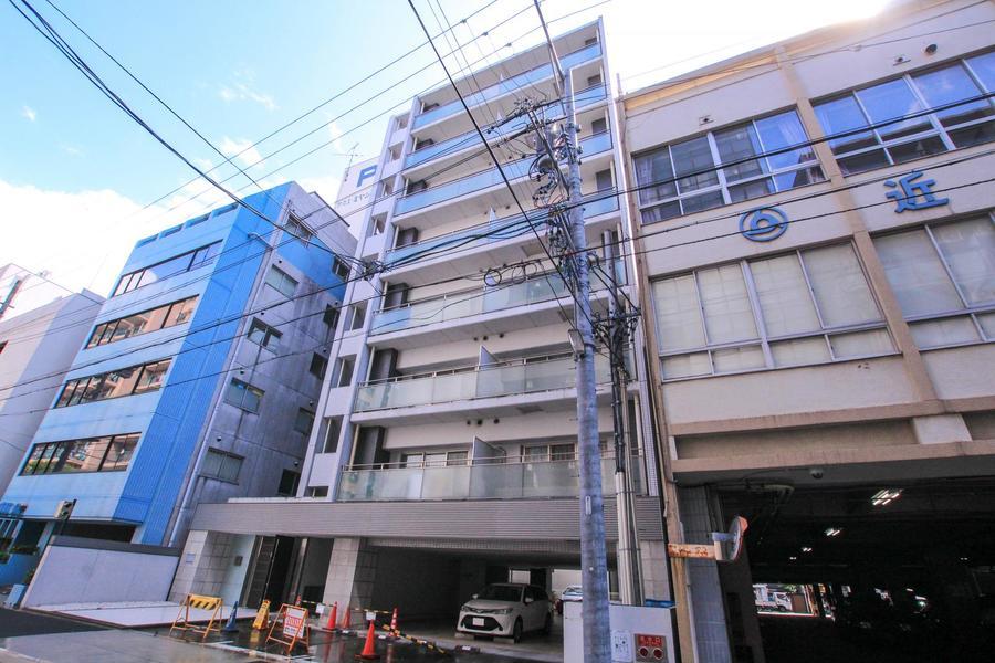 伏見駅より徒歩7分。周辺にはコンビニ、スーパーもあり便利です