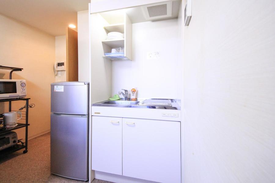 キッチンは便利なIHコンロタイプ。簡単な料理ならお任せください