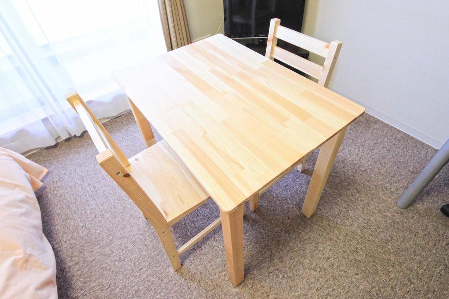 コンパクトタイプのテーブルセット。向かい合ってお食事も楽しめます