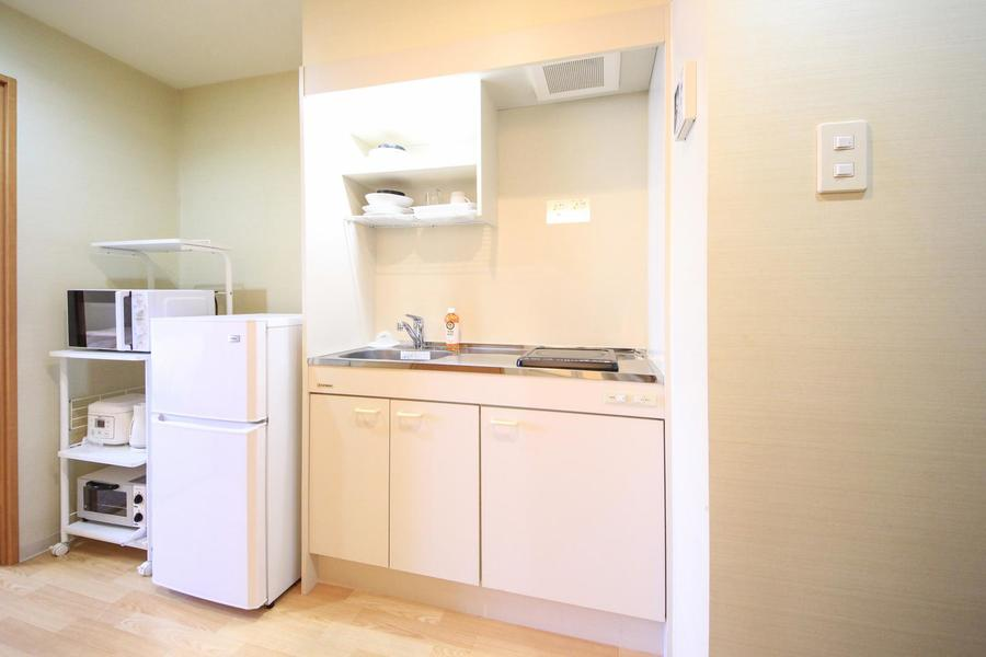 キッチンは便利なIHコンロ。作業スペースも広くゆとりを持ってお料理ができます