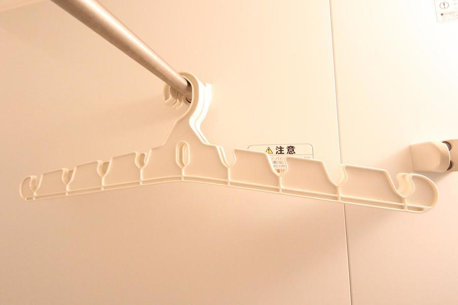 浴室乾燥機を使用の際は、便利な浴室ハンガーのご利用がおすすめです