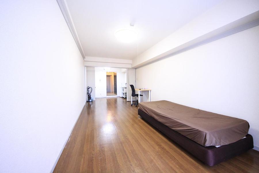 フローリング貼りのお部屋はシンプルなデザイン。インテリアも自由自在です