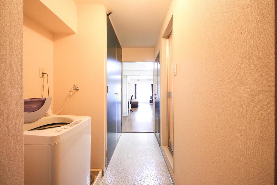 玄関周辺は白を貴重とした清潔感ある佇まい