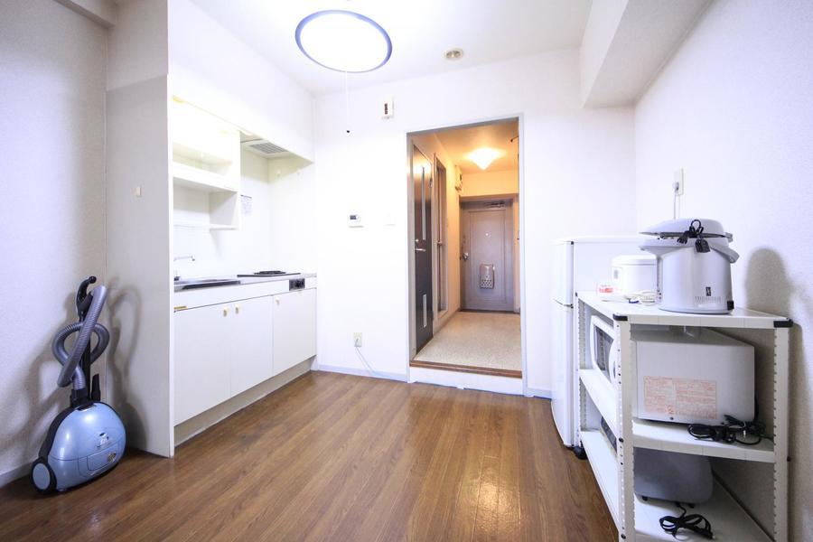 冷蔵庫、電子レンジなどのキッチン家電も手の届く範囲に配置