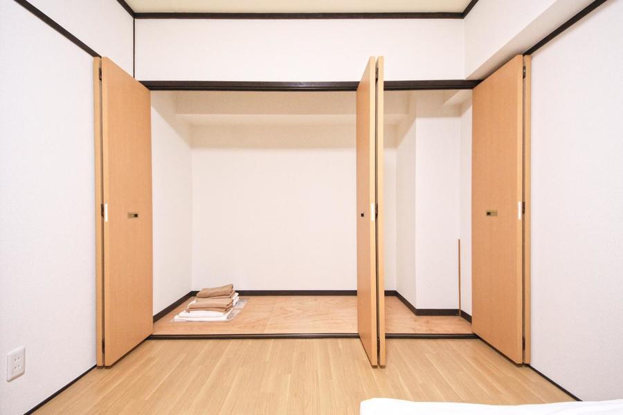 お部屋で一番の大型クローゼット。大きな荷物もすっぽり収まります