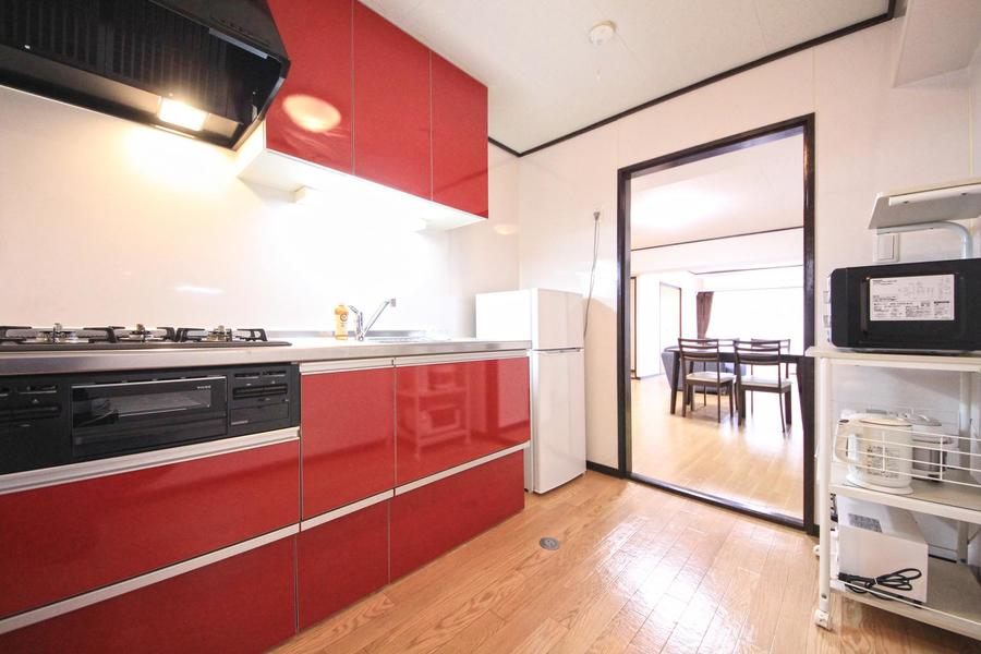 キッチン家電類、食器類などはすべてキッチンエリアにご用意しています