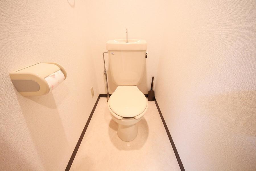 お手洗いはアイボリー系の色合いでまとめ落ち着いた雰囲気に