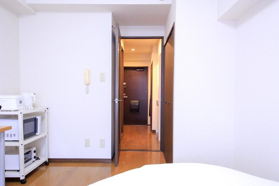 お部屋と廊下の間の段差は少なめ。暗い中でも安心です