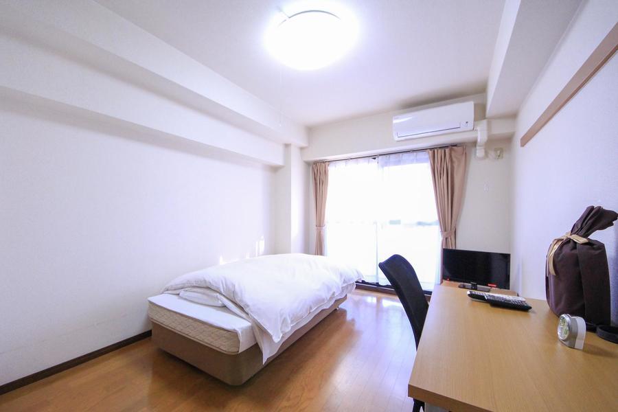 自然光をしっかり取り込める明るいお部屋。ゆとりある8帖ルームです