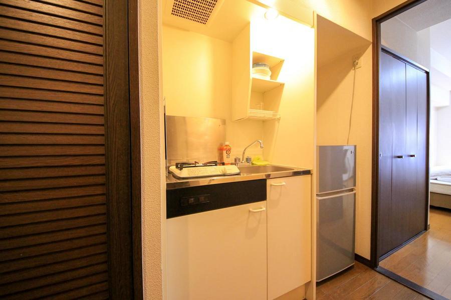キッチンはコンパクトで使いやすさ◎。人気のガスコンロタイプです