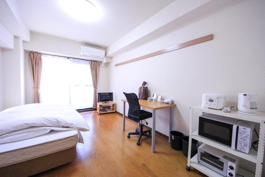 ベッドはもちろん、テレビやデスクなど生活必需品はすべてご用意しています