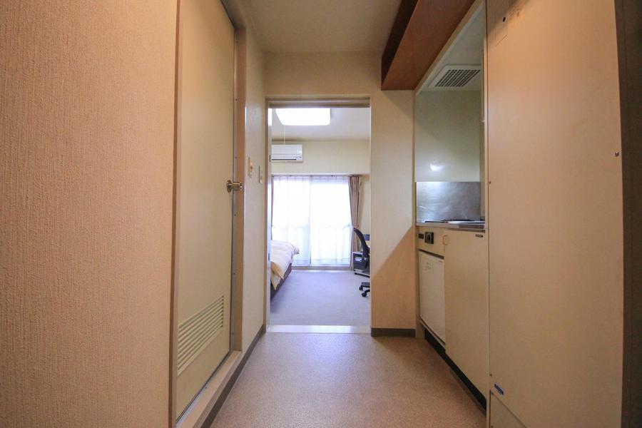 ワンルームとしては広めの廊下。移動もお料理もゆとりを持って行えます