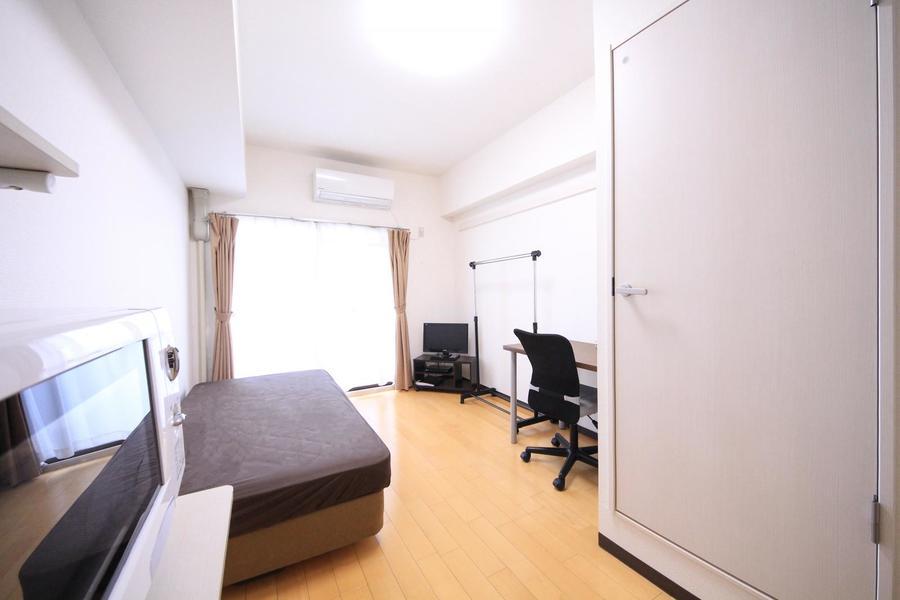 シンプルで過ごしやすいお部屋。広さもあり長期滞在にもぴったり