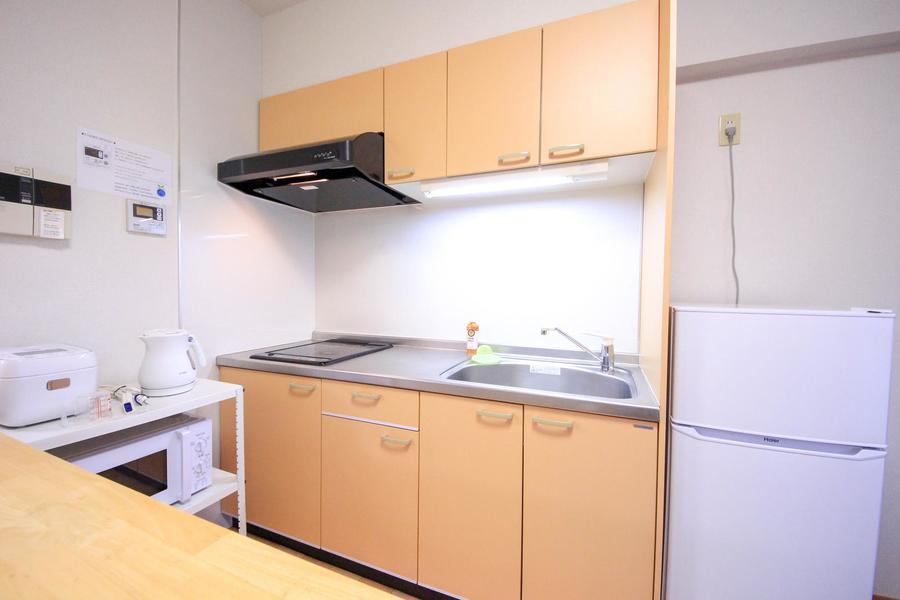 システムキッチンは広くお料理もラクラク! 便利なIHコンロ搭載です