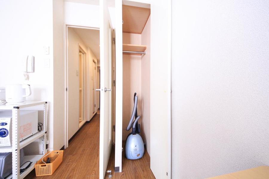 スリムサイズのクローゼット。目立ちすぎずお部屋に馴染むサイズです