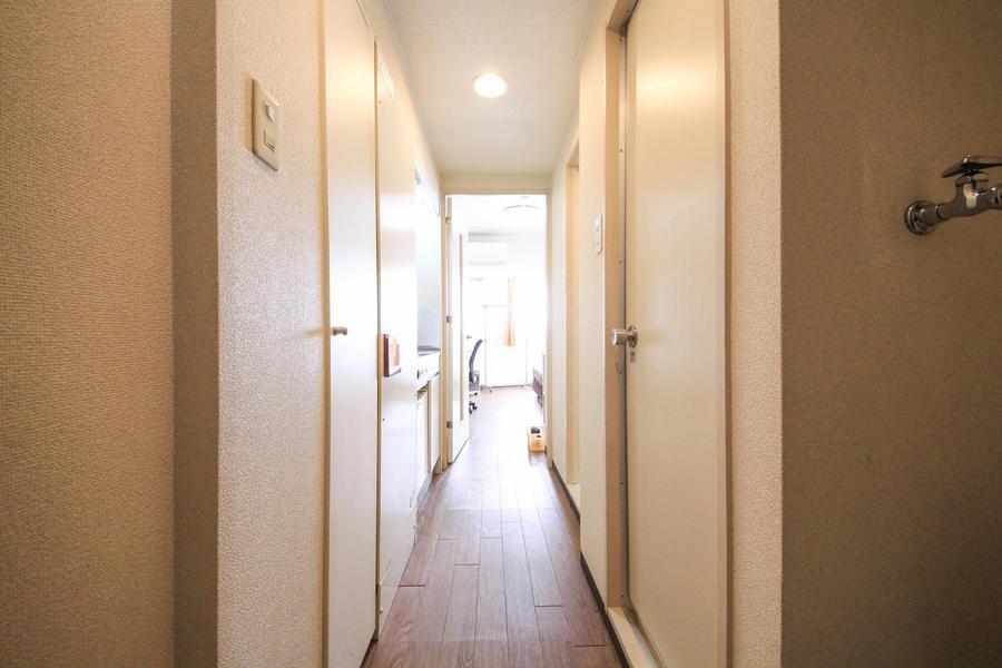 廊下はお部屋と同じくホワイト系の色合いでまとめられています