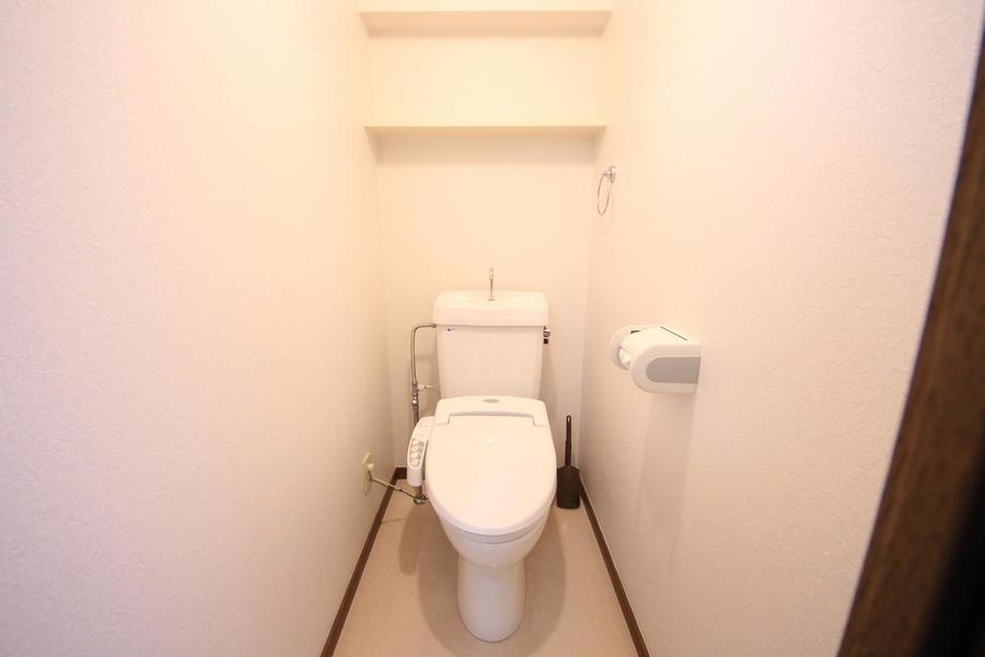 お手洗いは人気のシャワートイレタイプ。衛生面も安心のセパレート式です