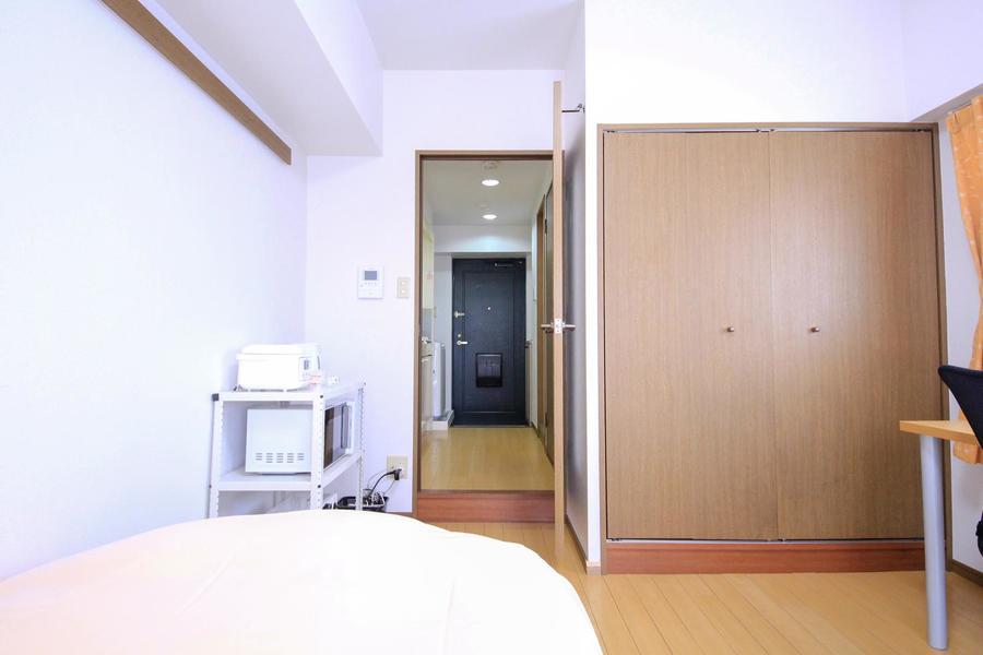 廊下との仕切り扉は来客時のプライバシー確保や室温調節に便利です