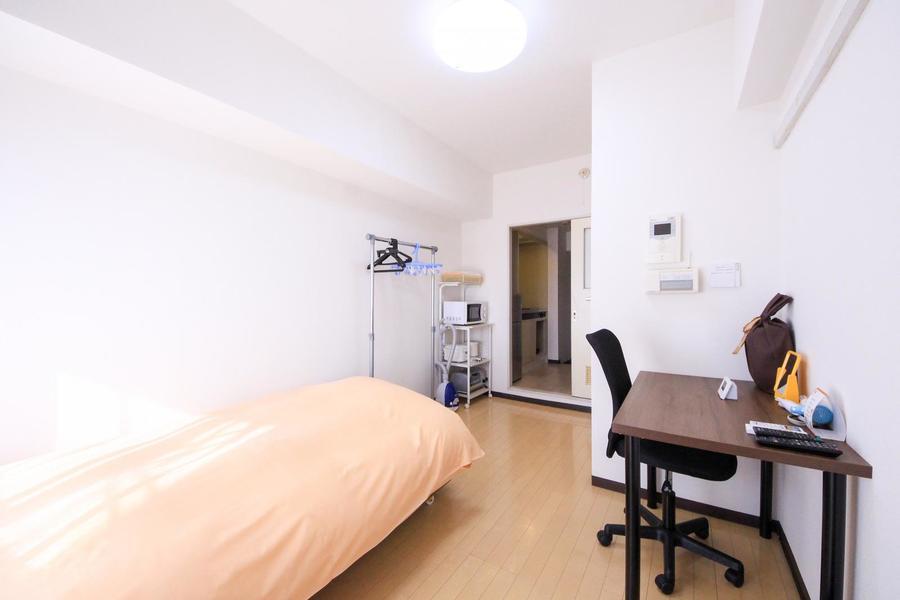 明るく過ごしやすい室内。7.2帖の広さでゆとりもしっかり!