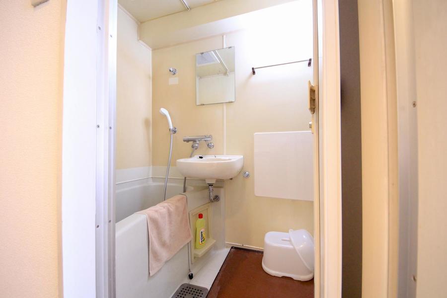 こだわる方も多いバスルーム。清潔感あふれるセパレートタイプです