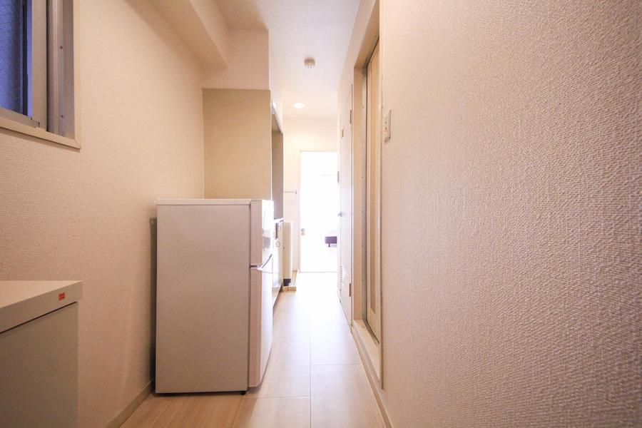玄関やキッチン周辺はお部屋と同カラーでまとめられ統一感があります
