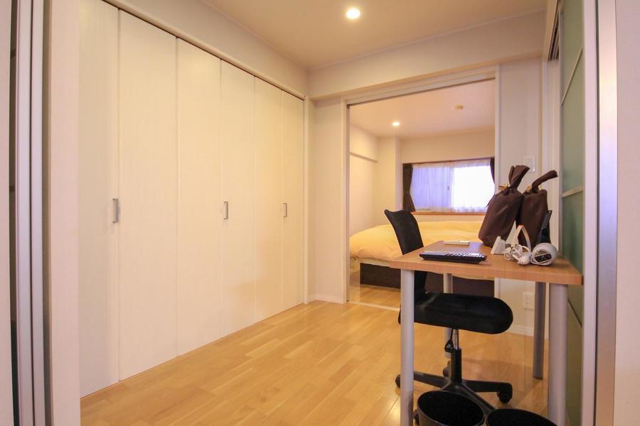 リビング、寝室、個室と扉の開け締めで様々な使い方ができるお部屋です