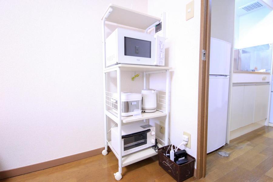 電子レンジなどのキッチン家電はキャスター付ワゴンに集約