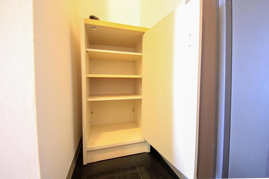 散らかりがちな靴もシューズボックスでスッキリ! 天板は小物置きとしても