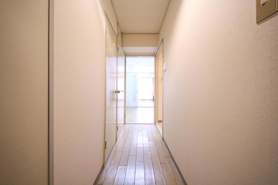 お部屋、ダイニングと同じくフローリングタイプ。色合いも統一されています