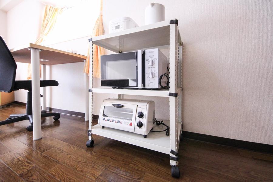 キッチンラックはワゴンタイプ。移動もスムーズです