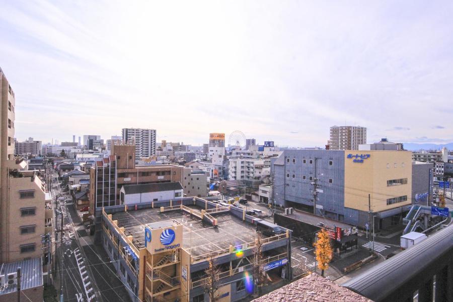 ベランダからは名古屋港方面を一望。観覧車も見えます