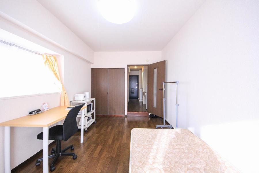 廊下との間には扉が設置。室温管理、プライバシー確保にお役立てください