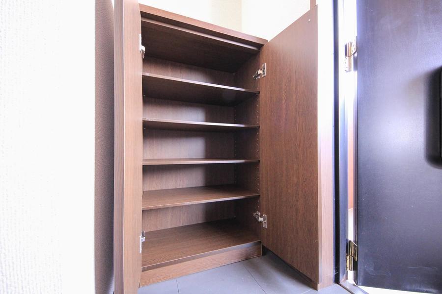 シューズボックスは小型ながら5段と収納量たっぷり