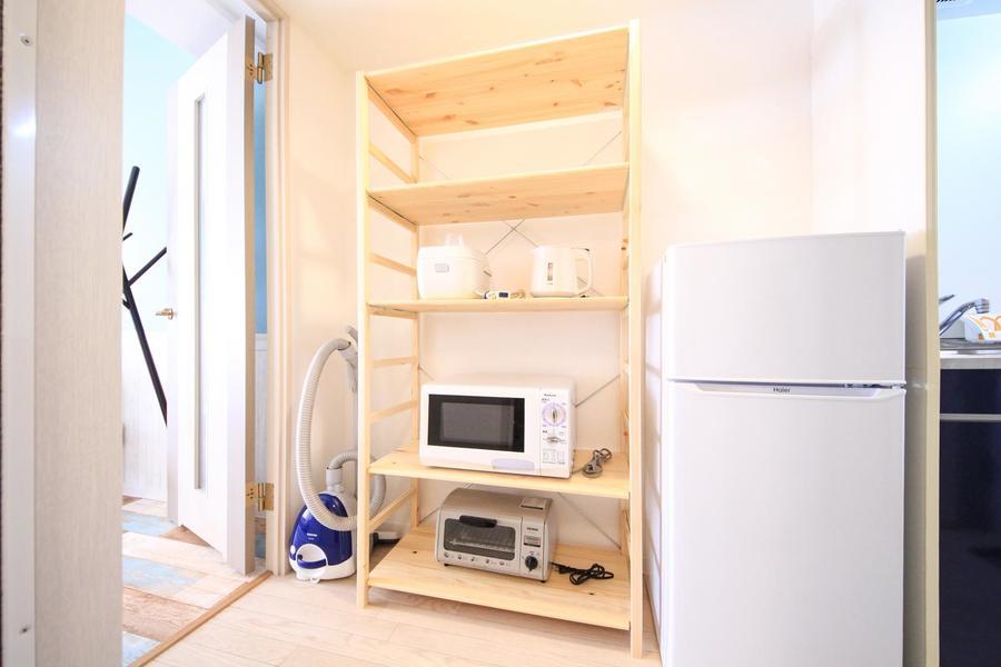 キッチンラックもヘヤセン使用。ウッドチェストで開放的に