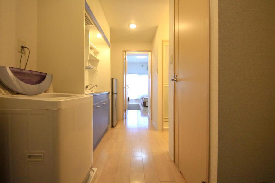 玄関周辺は室内と同じく淡く暖かな色合いで統一されています