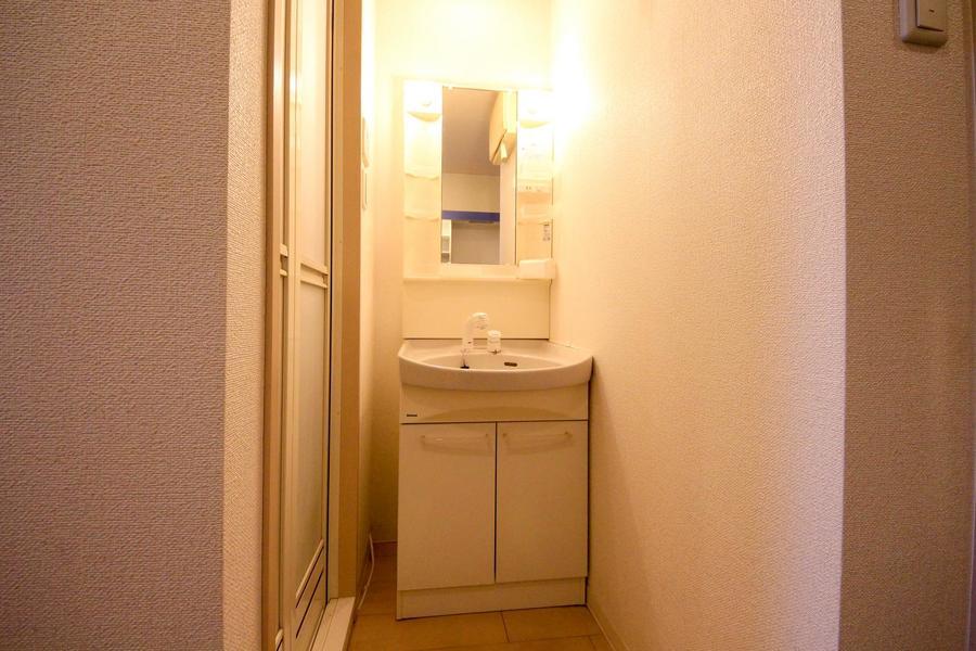 毎朝の身だしなみに欠かせない洗面台。シャンプードレッサータイプです※独立洗面台がついていないお部屋もございます