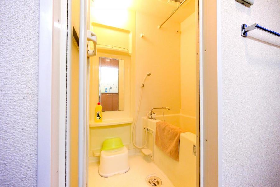 お風呂は広く清潔感抜群。雨の日も嬉しい浴室乾燥機能付きです