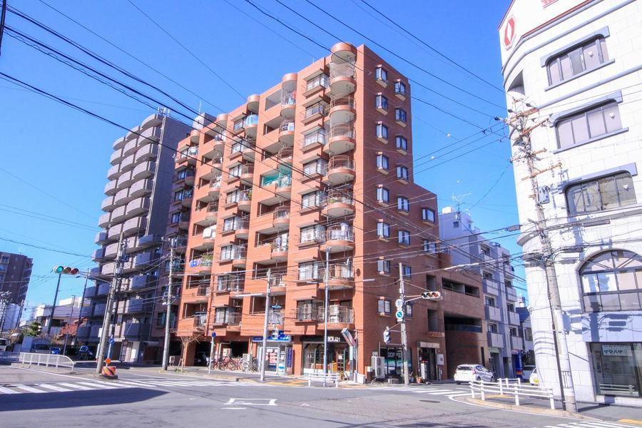 周辺はコンビニ、スーパーも豊富。名古屋駅行きバス停も近く便利です