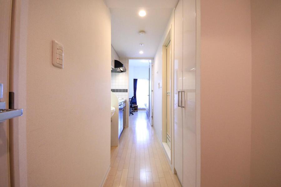 玄関周辺はお部屋と同じ色合いでまとめ、統一感があります