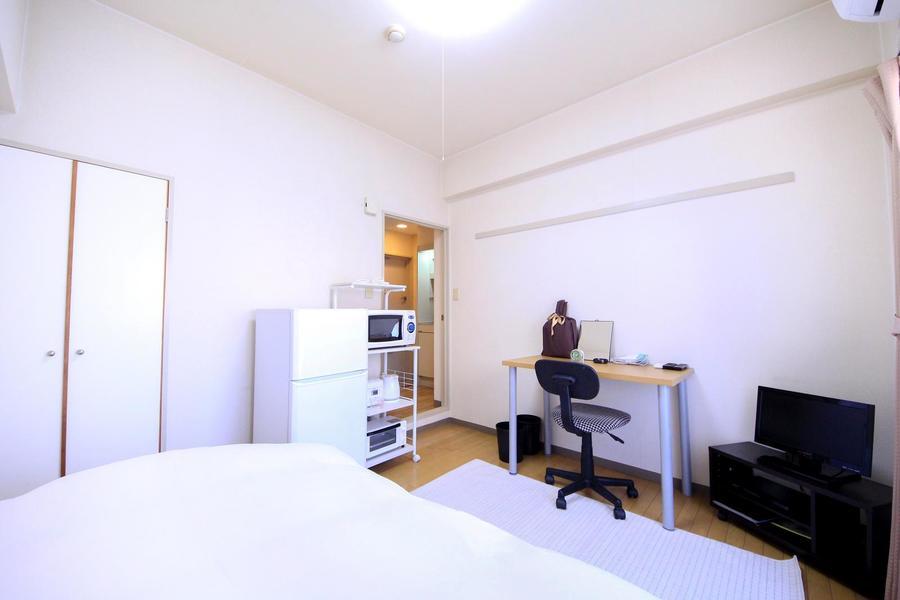 外観と同じく白を基調としたシンプルなお部屋です
